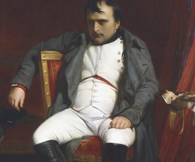 Statek Napoleona przetransportowany z Paryża do Bretanii