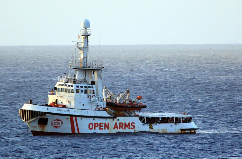 Statek Open Arms z migrantami na pokładzie /ELIO DESIDERIO /PAP/EPA