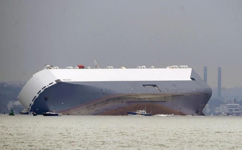 Statek osiadł na mieliźnie /PAP/EPA