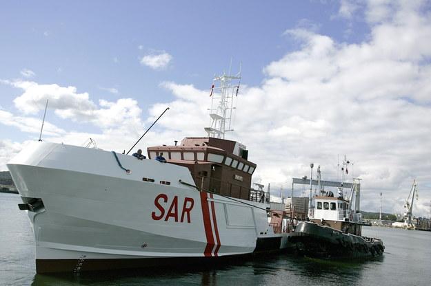 """Statek ratowniczy """"Pasat"""" [zdj. archiwalne] /PAP/Adam Warżawa    /PAP"""