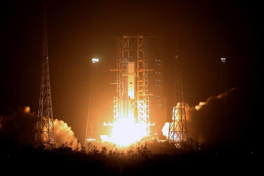 Statek, wystrzelony za pomocą rakiety Chang Zheng 7 jest najcięższym ładunkiem wyniesionym przez chińską rakietę. /WU HONG /PAP/EPA