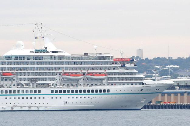 Statek z 1200 pasażerami wypłynął z Hamburga w grudniu ubiegłego roku /RICHARD WAINWRIGHT /PAP/EPA
