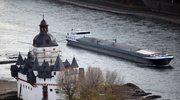 Statki stoją na mieliźnie na rzece Ren