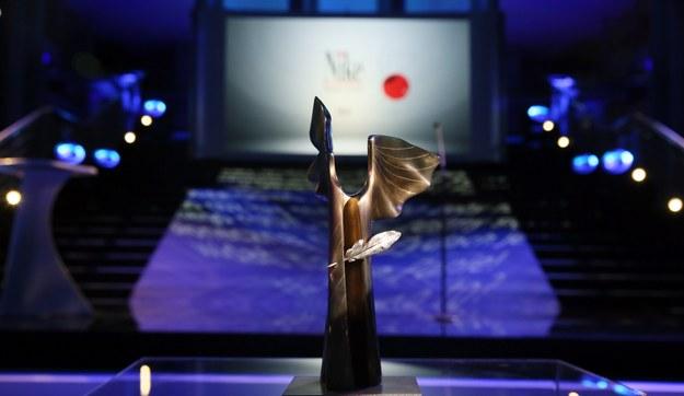 Statuetka Nagrody Literackiej Nike 2021. /Tomasz Gzell /PAP