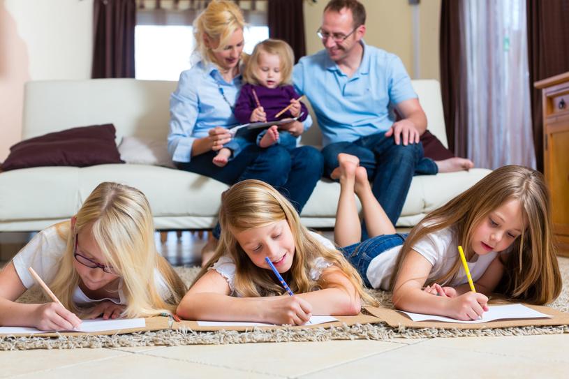 Statystycznie, edukację domową nieco częściej realizują rodziny wielodzietne /123RF/PICSEL