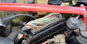 Statystycznie najczęstsze awarie dotyczą instalacji elektrycznej. Erodują przewody, nie kontaktują złączki. /Motor