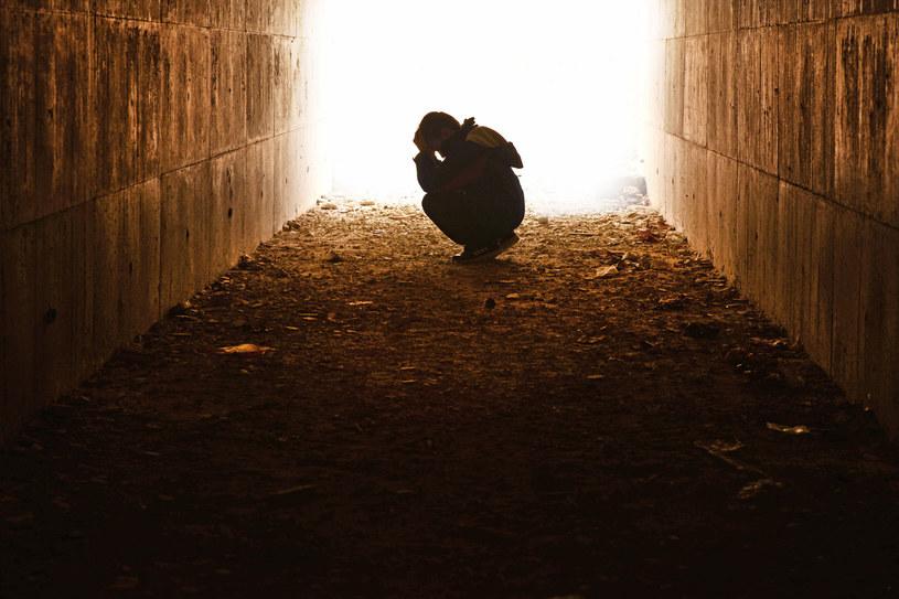 Statystyczny Polak-samobójca to przeważnie mężczyzna w średnim wieku, z niepowodzeniami na wielu polach /123RF/PICSEL