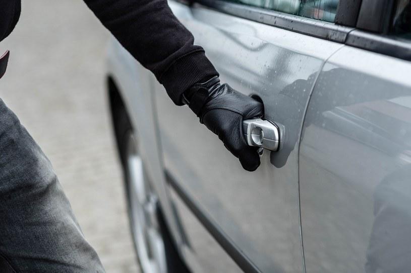 Statystyki kradzieży samochodów wciąż rosną /123RF/PICSEL