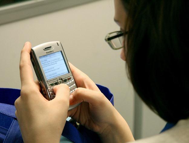 Stawka podatku VAT od usług telekomunikacyjnych od 1 stycznia 2011 r. wzrosła do 23 proc. /AFP