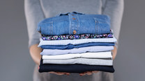 Stęchlizna na ubraniach? Powodów może być wiele