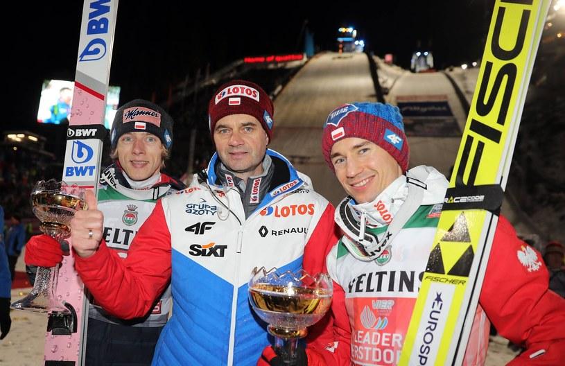 Stefan Horngacher (w środku), Kamil Stoch (z prawej) i Dawid Kubacki /East News