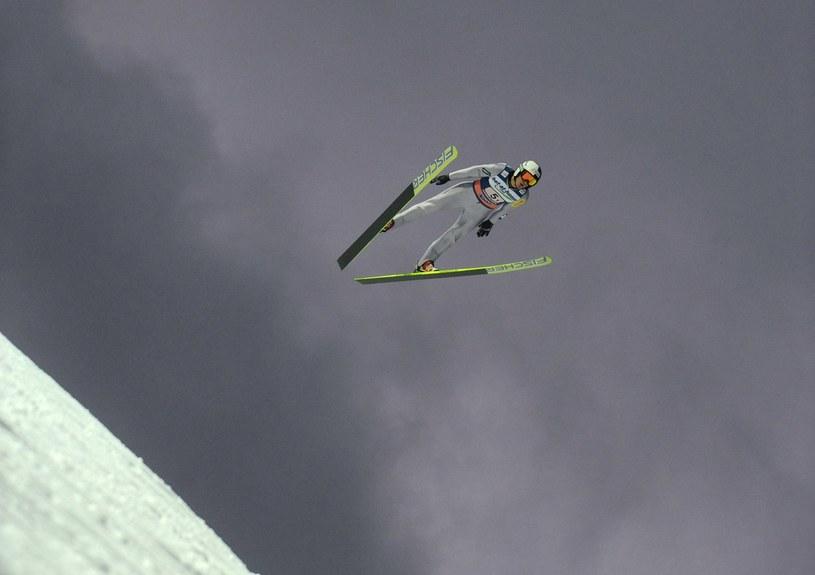 Stefan Hula tutaj w locie na skoczni w Harrachovie /AFP