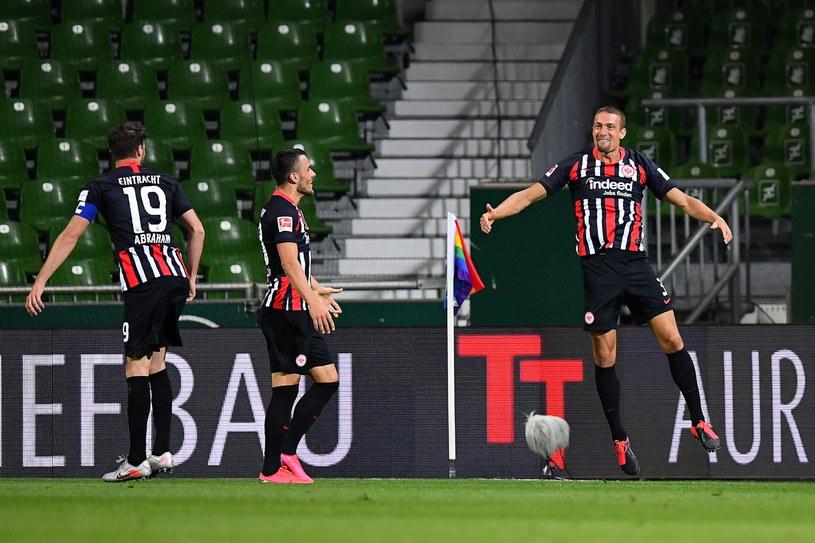 Stefan Ilsanker (z prawej) zdobył dwie bramki dla Eintrachtu /PAP/EPA/STUART FRANKLIN / POOL /PAP/EPA