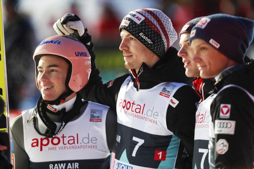 Stefan Kraft (pierwszy z lewej) /PAP/EPA