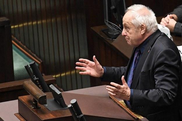 Stefan Niesiołowski złożył wniosek, w którym zrzekł się immunitetu