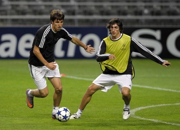 Stefan Savić (z prawej) to jeden ze słynnych wychowanków Partizana Belgrad /AFP