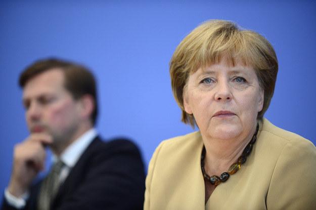 Steffen Seibert i Angela Merkel /AFP