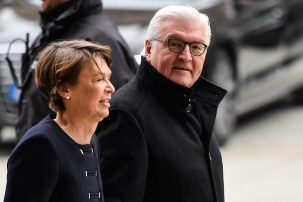 Steinmeier z żoną /PAP/EPA/FILIP SINGER /PAP/EPA