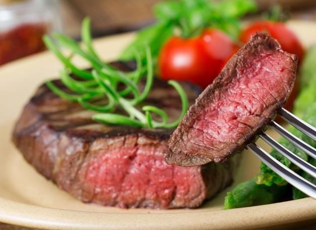 Stek z pomidorami /Picsel /123RF/PICSEL