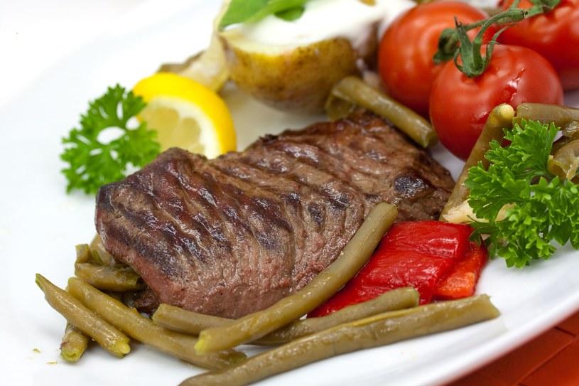 Stek z warzywami /123RF/PICSEL
