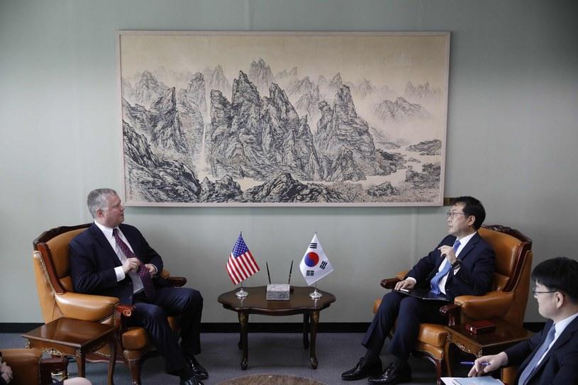 Stephen Biegun i Kim Myong Gil /Kim Hong-ji /AFP
