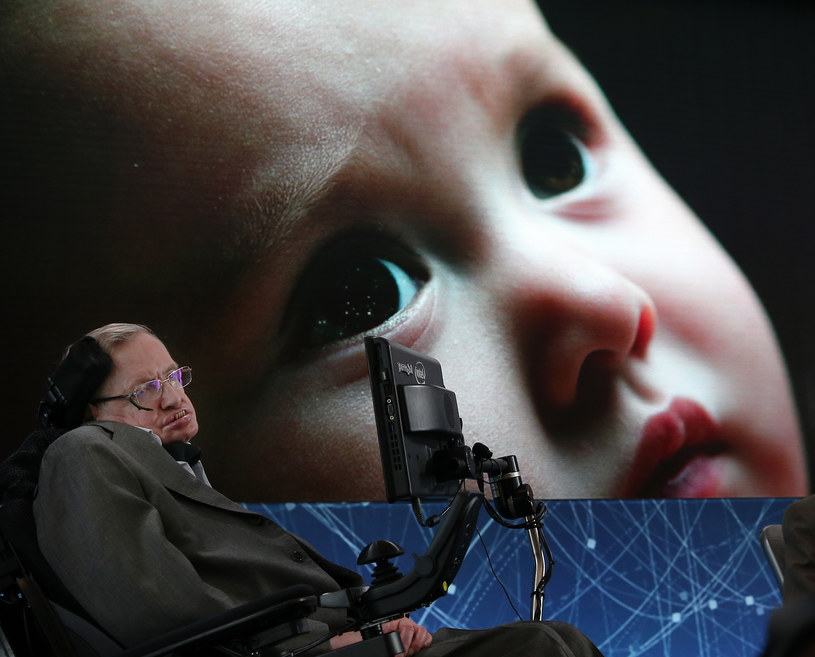 Stephen Hawking przewidywał powstanie rasy superludzi /AFP