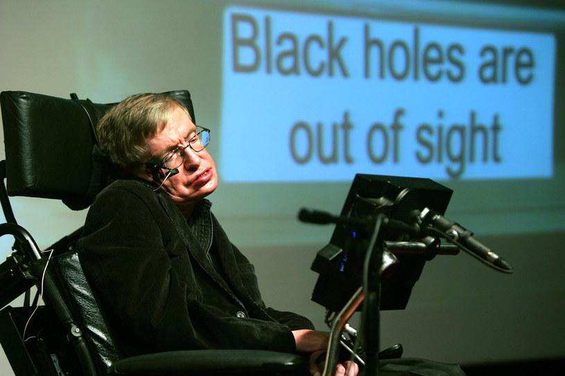 Stephen Hawking wysunął hipotezę, że czarne dziury tak naprawdę nie są czarne /AFP