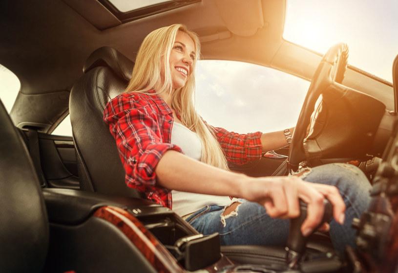 Stereotyp na temat kobiet-kierowców może wynikać z tradycyjnego podziału ról społecznych – komentuje psycholog transportu /123RF/PICSEL
