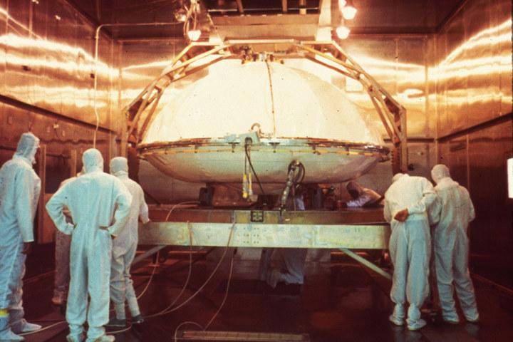 Sterylizacja lądownika Viking gorącym powietrzem. /NASA