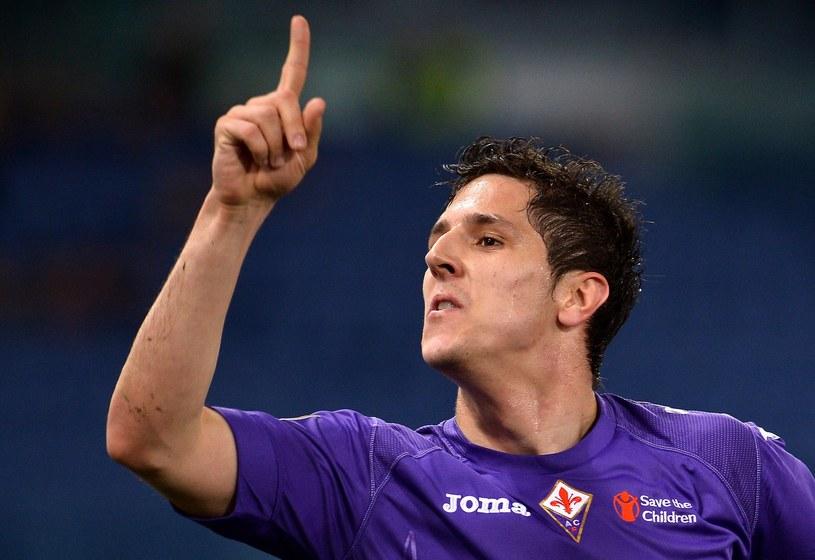 Stevan Jovetić (tu w koszulce Fiorentiny) do Serie A trafił z Partizana Belgrad /AFP