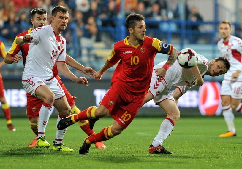 Stevan Jovetić (w środku) nabawił się kontuzji w meczu z Danią /AFP
