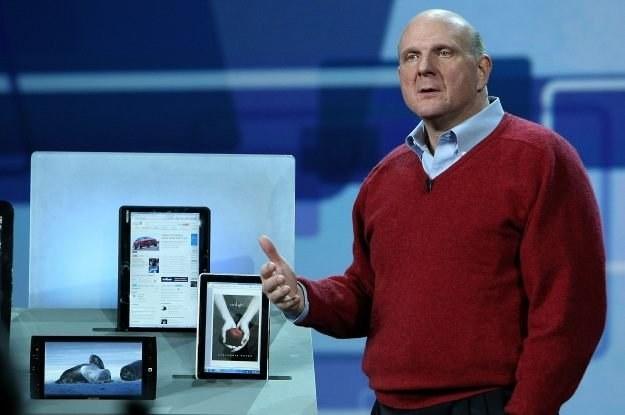 Steve Ballmer, szef Microsoft, zaprezentował Slate PC od HP w Las Vegas w styczniu /AFP