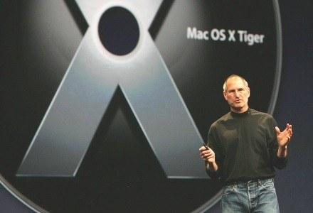 """Steve Jobs prezentujący """"Leoparda"""" światu /AFP"""