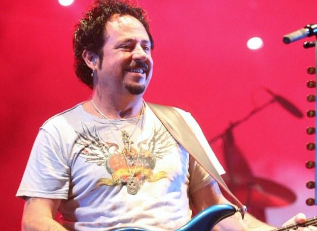 Steve Lukather uznawany jest za wirtuoza gitary /arch. AFP