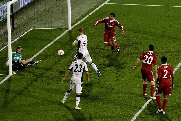 Steve Sidwell za chwilę zdobędzie czwartego gola dla Fulham/fot. Dean Mouhtaropoulos /Getty Images