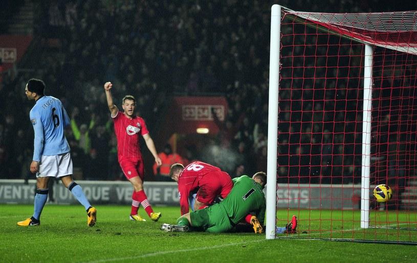 Steven Davis strzela drugiego gola dla Southampton FC w meczu z Manchesterem City /AFP