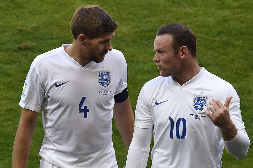 Steven Gerrard i Wayne Rooney - stary i nowy kapitan /AFP