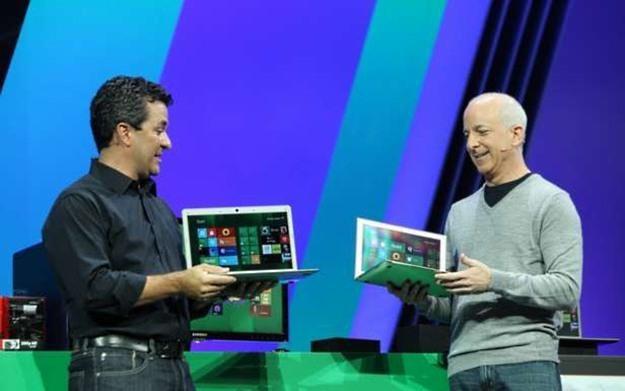 Steven Sinofsky i Michael Angiulo prezentują działanie nowego Windowsa (Fot. Microsoft.com) /vbeta