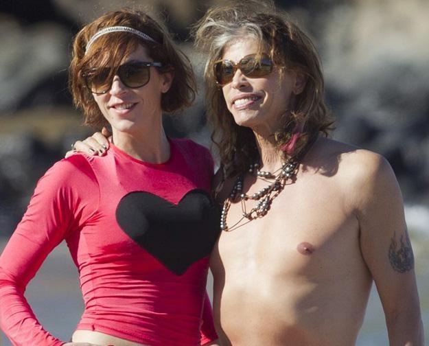 Steven Tyler z narzeczoną na Hawajach - fot. starsurf/Splash News /East News