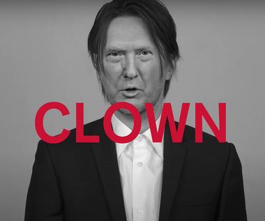 "Steven Wilson jako Donald Trump, Joe Biden i Mark Zuckerberg. Zobacz teledysk ""SELF"""