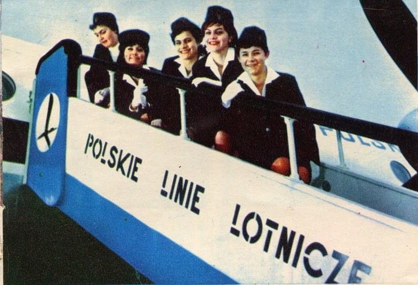 """Stewardessy miały możliwość podróżowania, a ten przywilej w PRLU-u dostępny był jedynie dla garstki społeczeństwa /archwalne numery """"Skrzydlatej Polski""""  /materiały prasowe"""
