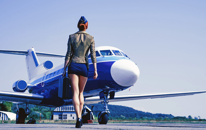 Stewardesy jak mało kto wiedzą, co w hotelowej trawie piszczy... /123RF/PICSEL