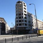 Stoi i straszy od 20 lat. Budynek-widmo w centrum Warszawy