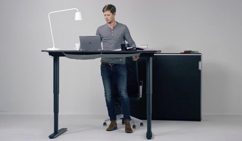 Stojące biurko /© Photogenica