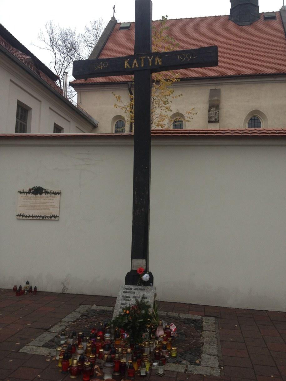 Stojący pod Wawelem Krzyż Katyński zastąpi replika /Maciej Grzyb /RMF FM
