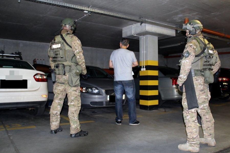 """Stołeczni policjanci zatrzymali pięciu mężczyzn powiązanych m. in. z gangiem """"obcinaczy palców"""" /foto. Policja Warszawska /"""