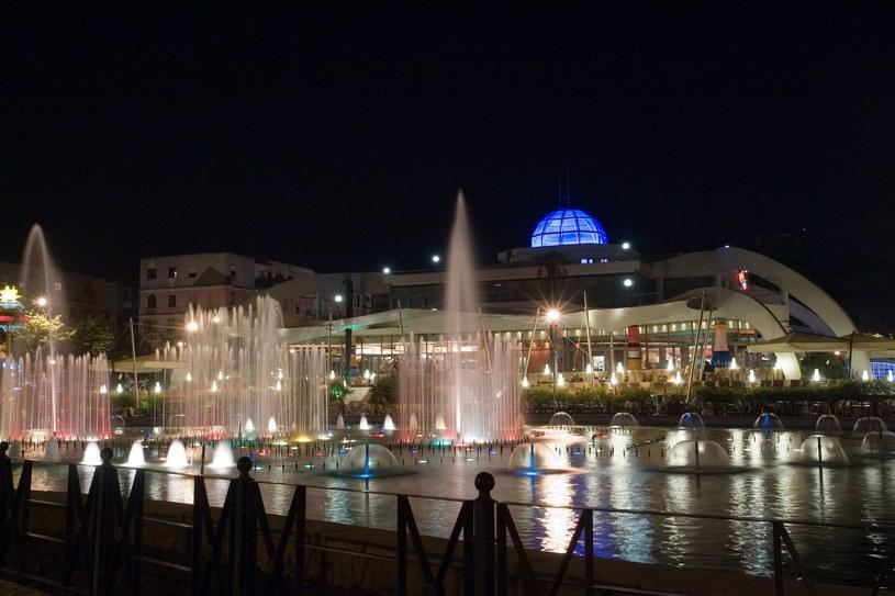 Stolica Albanii, Tirana nocą /123RF/PICSEL