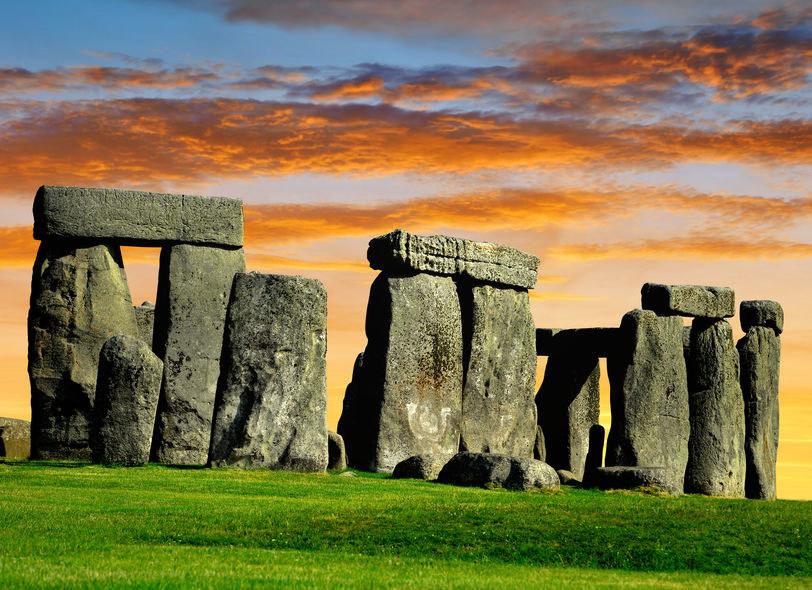 Stonehenge działa na wyobraźnię odkrywców od wieków /123RF/PICSEL