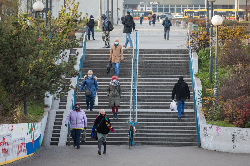 Stopa bezrobocia w Polsce spadła do 3,3 proc. /Arkadiusz Ziółek /East News