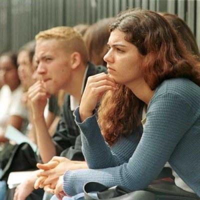 Stopa bezrobocia wśród młodych osób z dyplomem szkoły wyższej oscyluje wokół 4 proc. /AFP